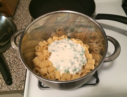 Penne with Ricotta and Peas in Pasta