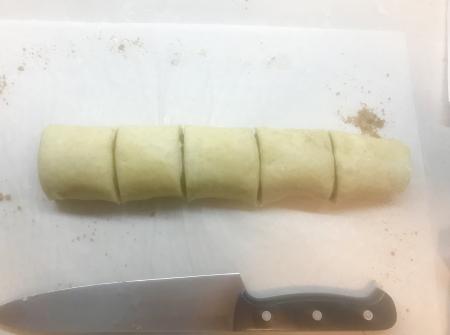 Ptak Cinnamon Rolls - Rolls Cut